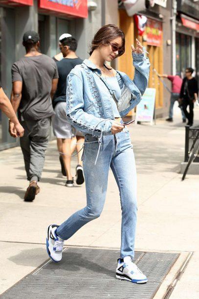 e6hgn9-l-610x610--denim+jacket-denim-jacket-jeans-bella+hadid-sneakers-streetstyle-model+duty